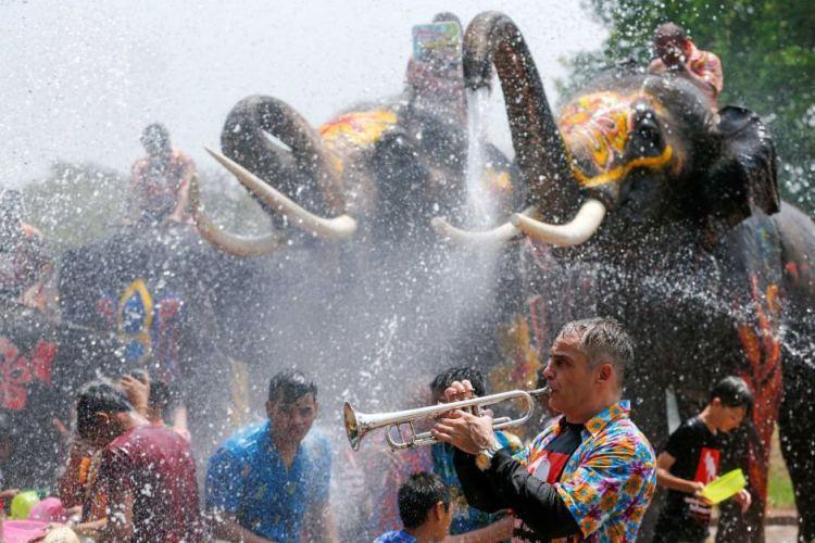 """La manifestation devait célébrer le nouvel an thailandais  dit le """"Songkran"""" qui a lieu en Thailande au mois d'avril."""