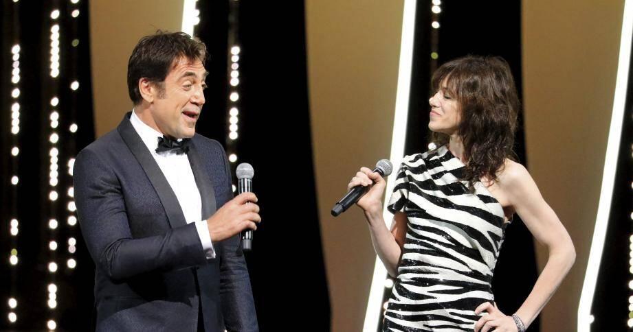 Javier Bardem et Charlotte Gainsbourg, qui ont tous deux obtenu un prix d'interprétation à Cannes, et ont tous deux tourné dans un film du président du jury Alejandro G. Iñárritu, ont déclaré ouvert le 72e Festival de Cannes.
