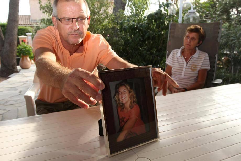 Les Czuba sont toujours sans nouvelles de leur fille Lætitia, portée disparue depuis six ans. (Photo doc Philippe Arnassan) disparition de laetitia Czuba de fréjus il y a deux ans ses parents claude et carmen papier de prisca Thivaud