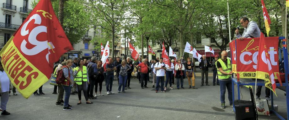 Les manifestants étaient réunis dans le centre-ville d'Antibes, ce mercredi matin.