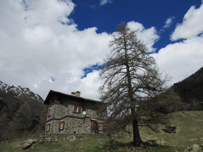Le Refuge de la Gordolasque est idéalement placé, au départ des sentiers de rando et tout proche de la Vallée des Merveilles.
