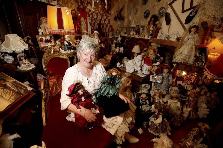 Stéphanie Stepniak collectionne les poupées en porcelaine.