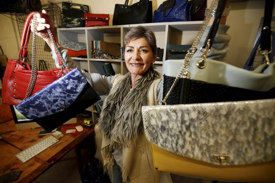 """Pour contrer le """"made in China"""", Sylvie Belin crée des sacs entièrement fabriqués à Cagnes-sur-Mer."""