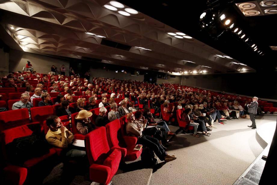 Le délégué général du Festival de Cannes Thierry Frémaux était hier après-midi au théâtre de la Licorne à La Bocca face au public très averti de Cannes Cinéphile.