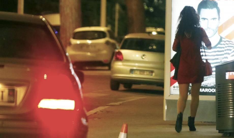 Prostitué à Cannes: «Il y a un certain mépris de la part des forces de l'ordre. Ce travail, c'est une souffrance et beaucoup de sacrifices. On perd sa dignité, on est parfois humiliées. Il faut être très fort mentalement... »