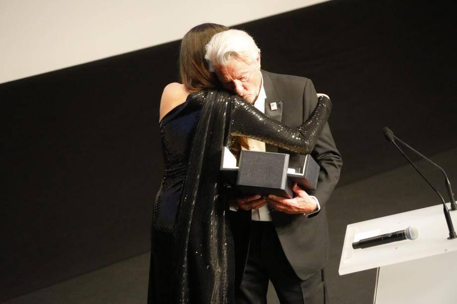 L'acteur a reçu une Palme d'or d'honneur des mains de sa fille Anouchka, ce dimanche soir.