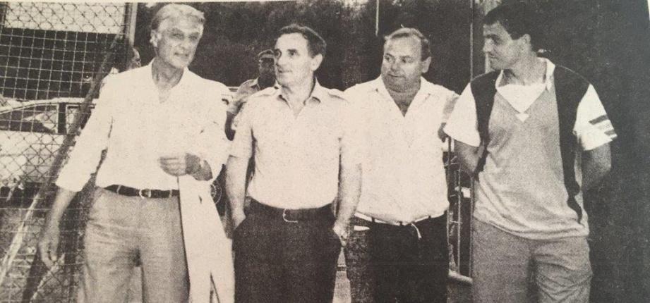 Georges Cheyko, à gauche, Charles Aznavour et Richard Conte, à droite.