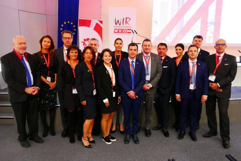 Les treize dirigeants conduits en Autriche