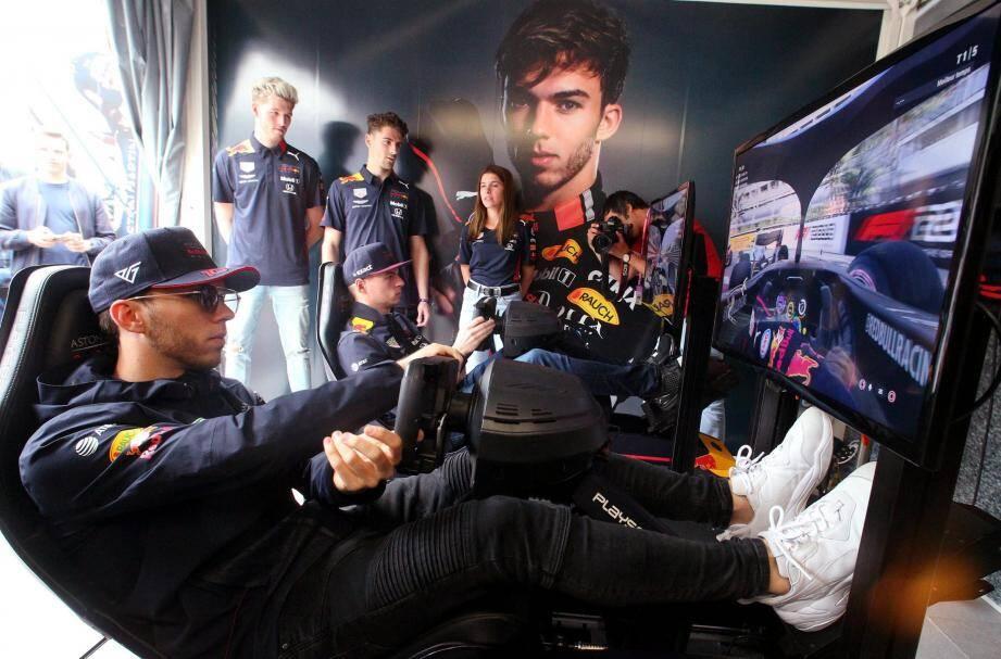 Pierre Gasly et Max Verstappen ont établi le temps de référence des simulateurs du stand Red Bull au MGP Live.(Photos Thibaut Parat)