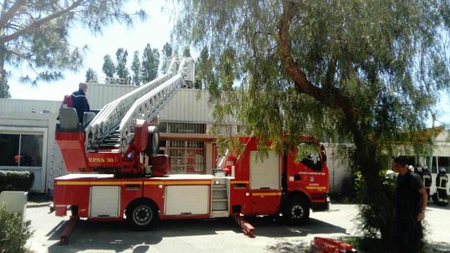 Les pompiers ont rapidement maîtrisé l'incendie.
