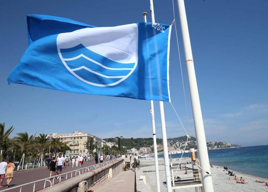 Le pavillon bleu flottera encore sur certaines plages de Nice en 2019.