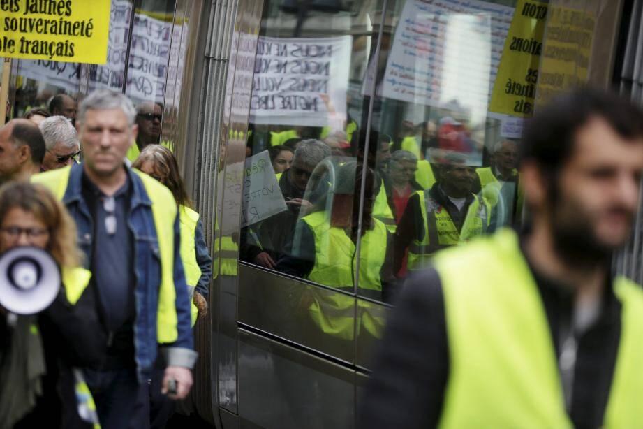 """""""Gilets jaunes"""" manifestant à Nice lors de l'acte XVII, le 9 mars 2019."""