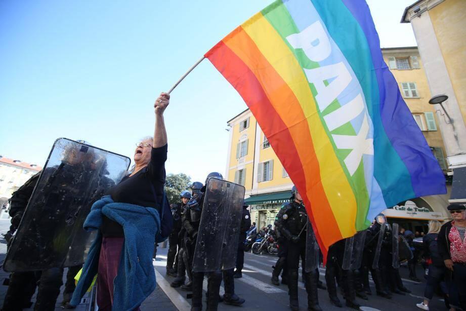 Geneviève Legay, le 23 mars dans les rues de Nice peu avant qu'elle ne soit gravement blessée.