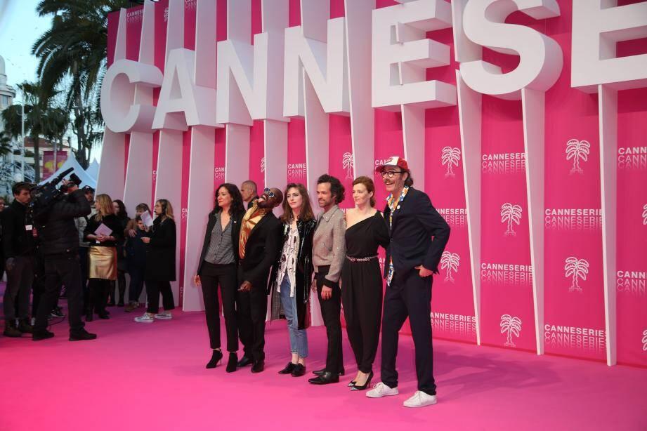 L'équipe de Vernon Subutex sur le tapis rose de CanneSeries, en avril.