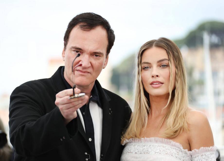 Quentin Tarantino et Margot Robbie, qui interprète Sharon Tate, lors du photocall du film Once upon a time... in Hollywood, au 72e Festival de Cannes.