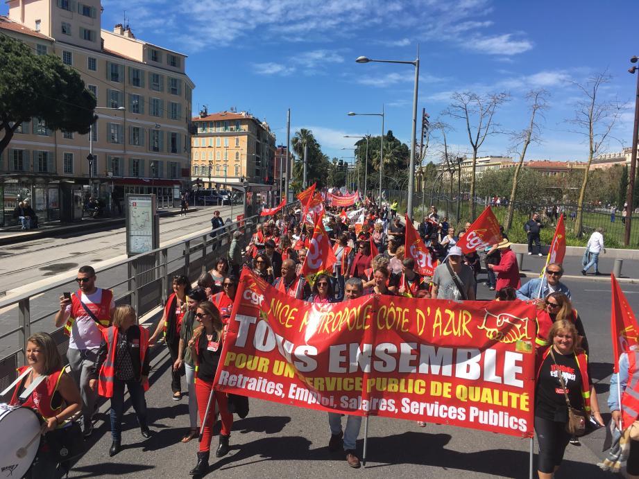 Près de 1.000 manifestants ce jeudi matin dans les rues de Nice.