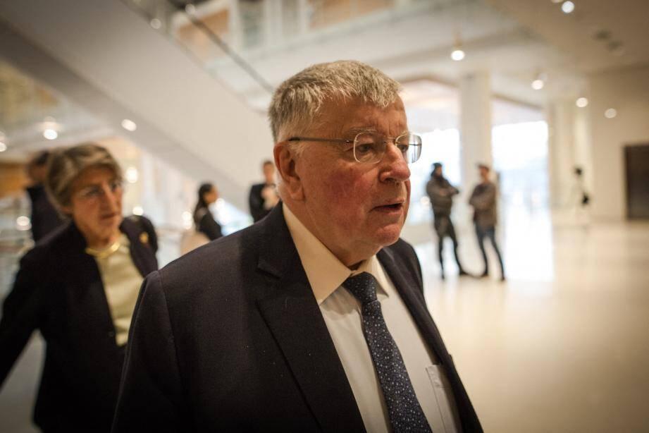 """L'ex-PDG de l'entreprise Didier Lombard a nié toute responsabilité mardi au deuxième jour de son procès pour """"harcèlement moral"""", dix ans après la vague de suicides."""