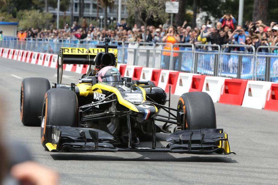 Daniel Ricciardo fait le show sur la Prom'.