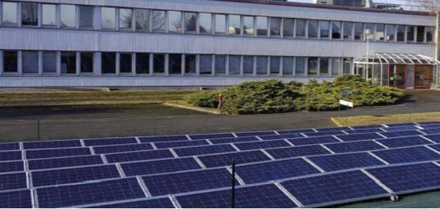 4 îlots solaires EllyBox installés sur le  site d'Orgapharm dans le Centre-Val de Loire.