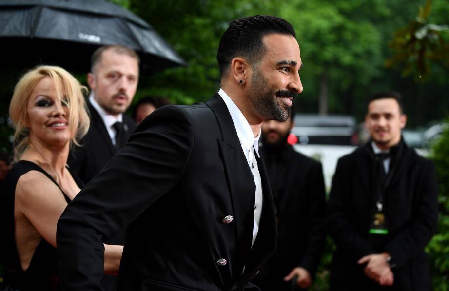 Adil Rami et Pamela Anderson se sont séparés après deux ans de relation.