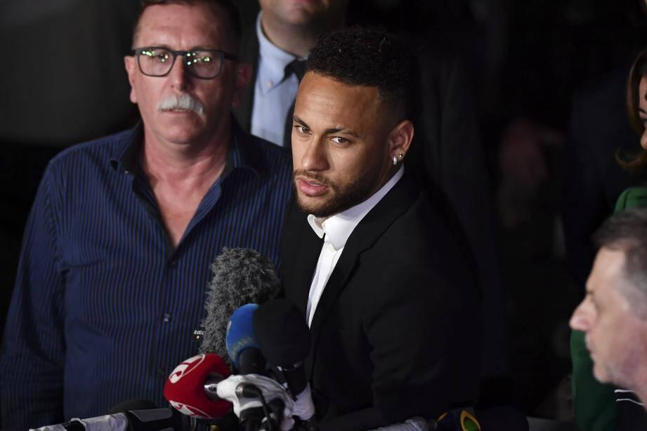 Neymar s'était adressé aux médias depuis le Brésil après que le scandale ait éclaté.