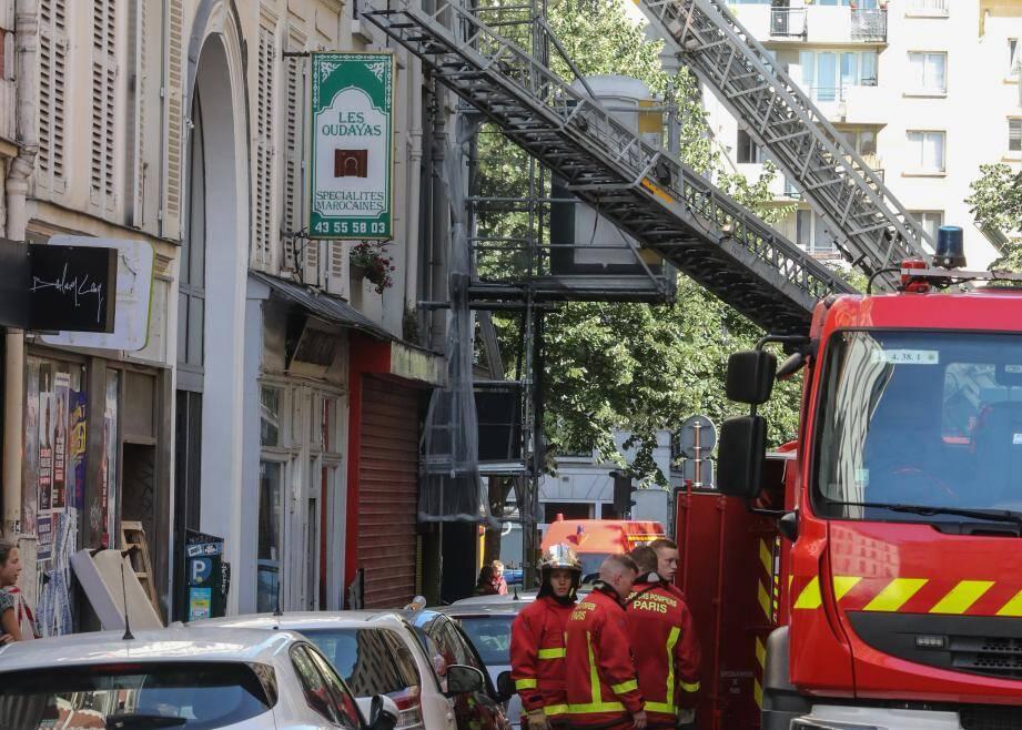L'incendie s'est déclaré dans un immeuble de la rue de Nemours, à Paris, ce samedi 22 juin.