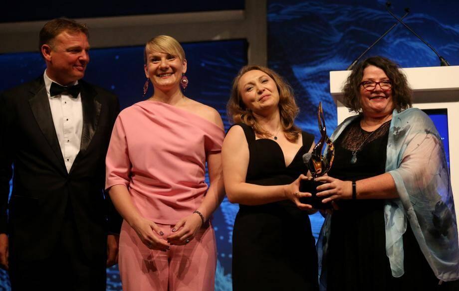 L'équipe Gebco-NF Alumni, répartie sur 14 pays, remporte le grand prix de 4 millions de dollars.