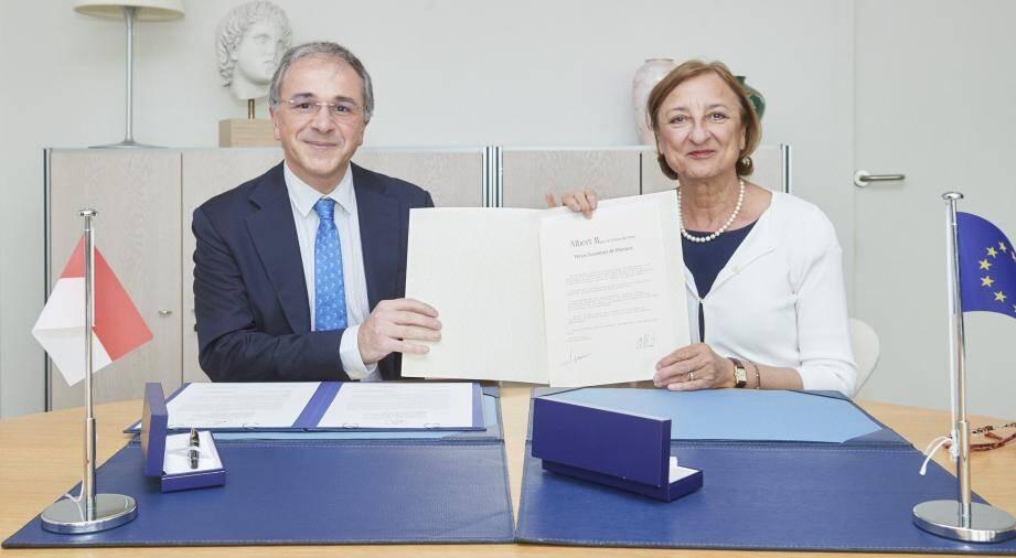 Rémi Mortier et Gabriella Battaini-Dragoni, Secrétaire générale adjointe du Conseil de l'Europe, lors du dépôt de l'Instrument de ratification de la Convention .(DR)