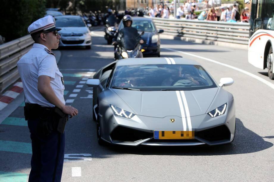 Les plus passionnés de voiture ne se laissent pas démonter par les règles plus strictes de cette année.