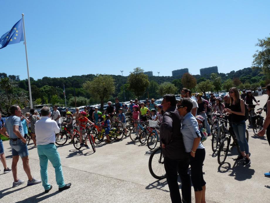 La première piste cyclable du département des Alpes-Maritimes, a vu le jour à Villeneuve-loubet, « il y a 25 ans. Quand on a construit le collège Romée », a indiqué, hier, le maire Lionnel Luca.