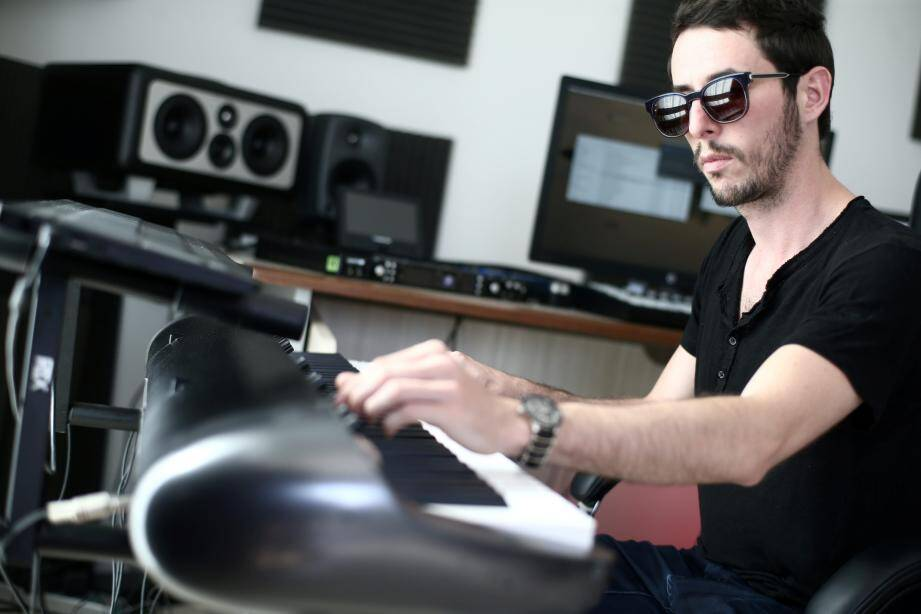 Le DJ niçois The Avener est à la fois l'une des têtes d'affiche du festival et son parrain. Le rappeur originaire des Alpes-Maritimes, Nekfeu, est attendu le vendredi 23 août.