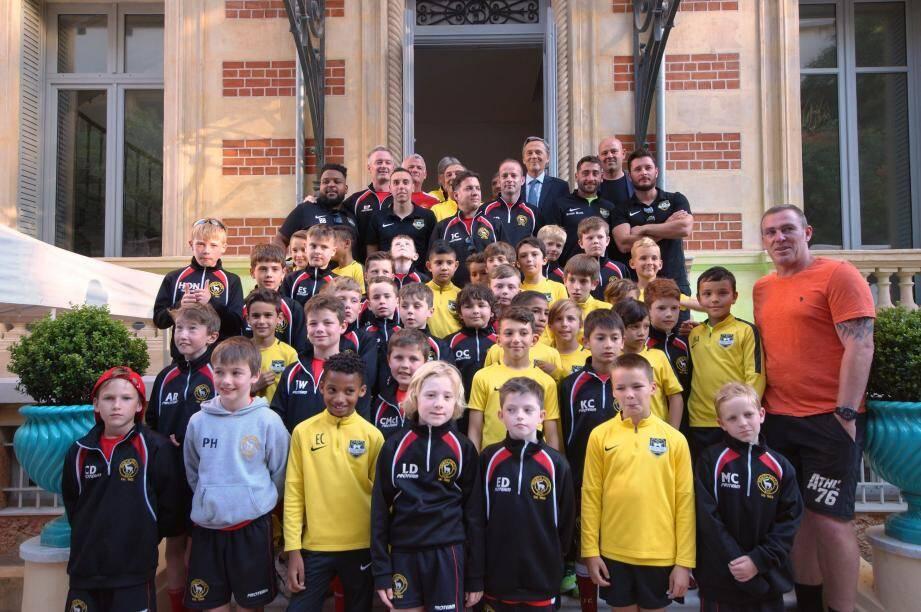La veille du tournoi, les Irlandais ont été accueillis par les jeunes de Cap-d'Ail et la Ville.  (DR)