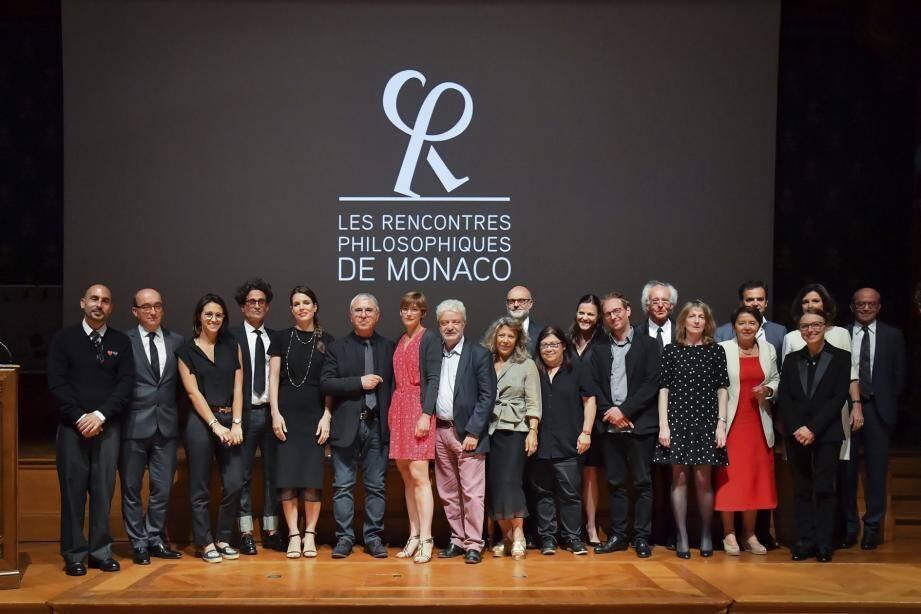 Les membres fondateurs des Rencontres philosophiques de Monaco, le jury et les lauréats 2019.