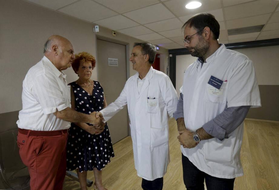 René remercie chaleureusement le Dr Pierre Alemanno, directeur de la polyclinique Saint-Jean et son oncologue, le Dr Jérôme Barrière.
