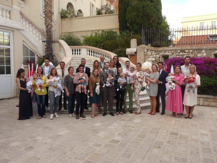 Les nouveaux parents monégasques ont été reçus dans la cour d'honneur. (DR)