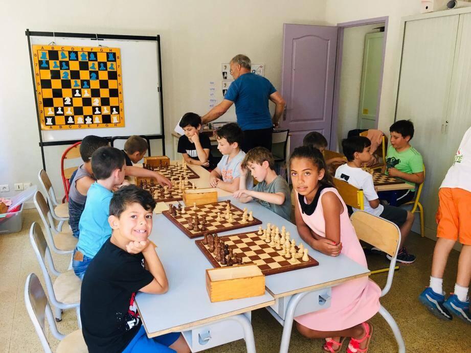 Concentration lors de la finale du tournoi d'échecs 2019.