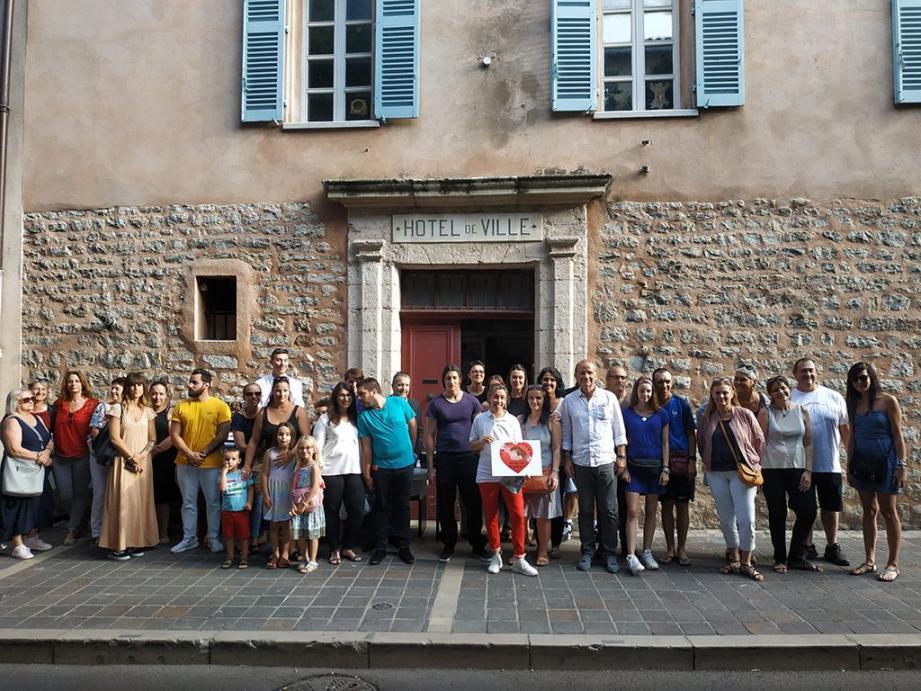 Thierry Albertini, maire de la ville, a inauguré les membres de l'association et partenaires du « TBT Suspendu », le nouveau local de collecte situé en cœur de ville.