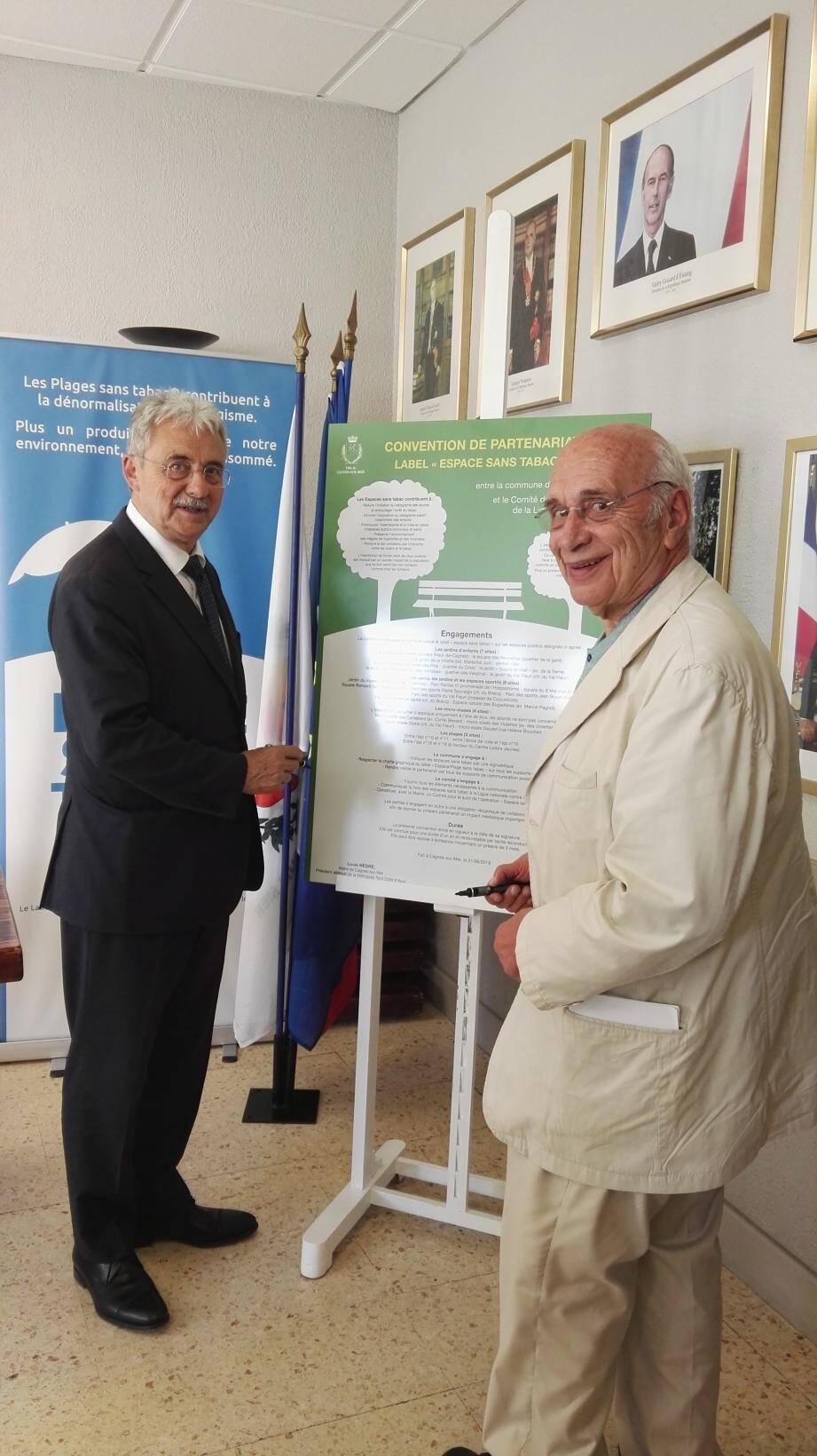Hier après-midi, le maire de Cagnes, Louis Nègre et le comité de la Ligue contre le Cancer ont signé une convention « Espace sans tabac ».