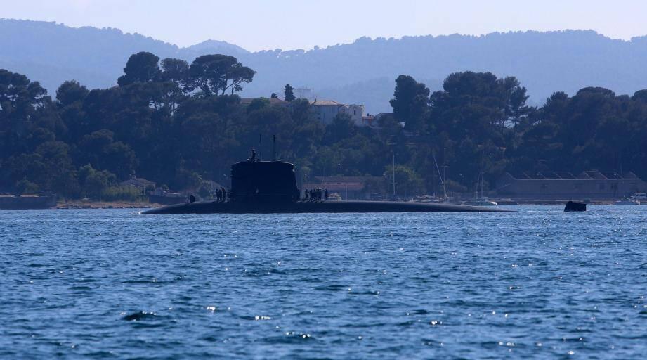 Le Saphir a quitté la rade aux alentours de 17h, hier. Il a entamé son dernier voyage en direction de Cherbourg.