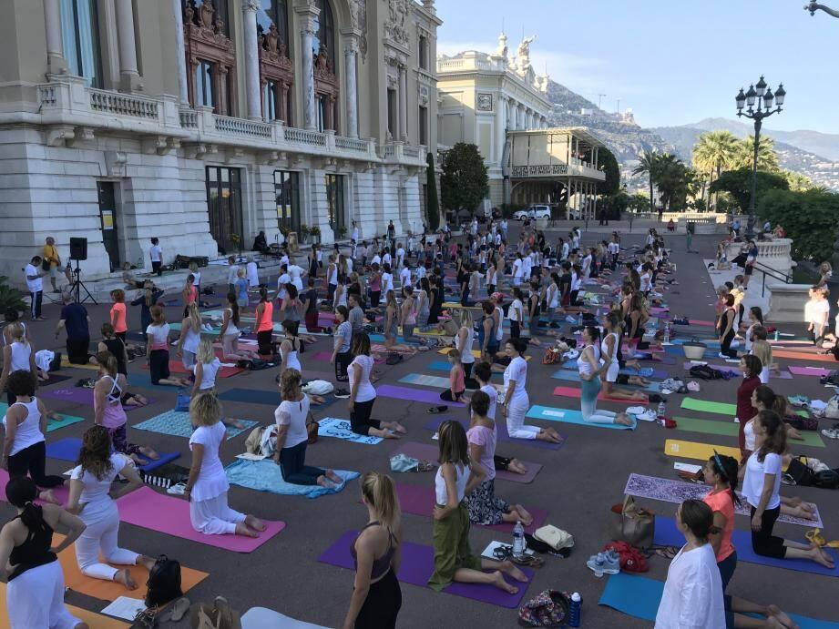 Plus de 200 personnes sont venues profiter du cours de Yoga(A.M )