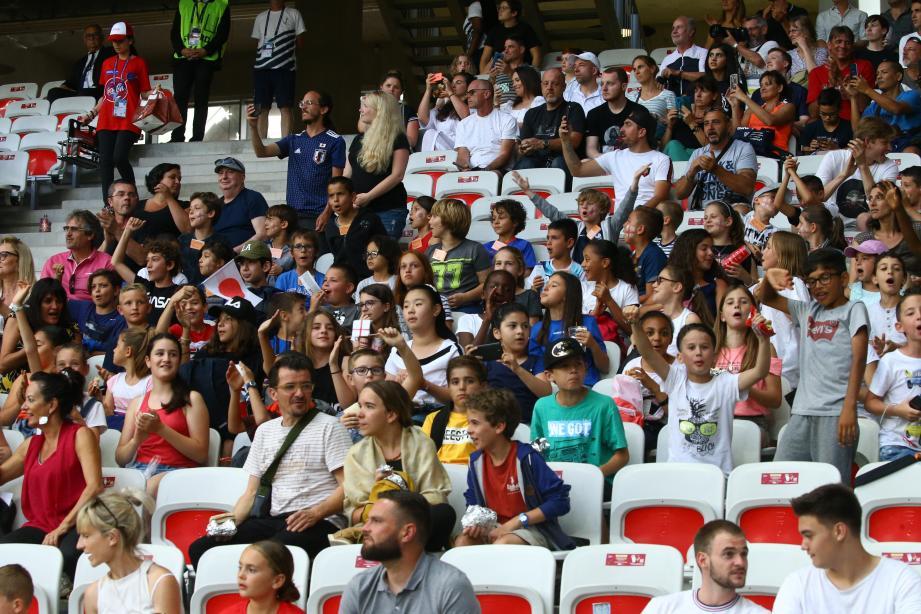 Une cinquantaine d'élèves de Jules-Verne ont assisté au match Japon-Angleterre au stade Allianz, grâce au concours « Briller au féminin dans le sport ».