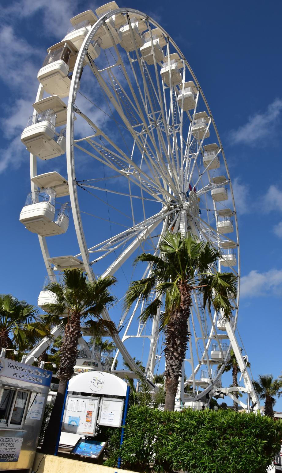 A fête exceptionnelle, manège exceptionnel : une grande roue sur le port !(DR)