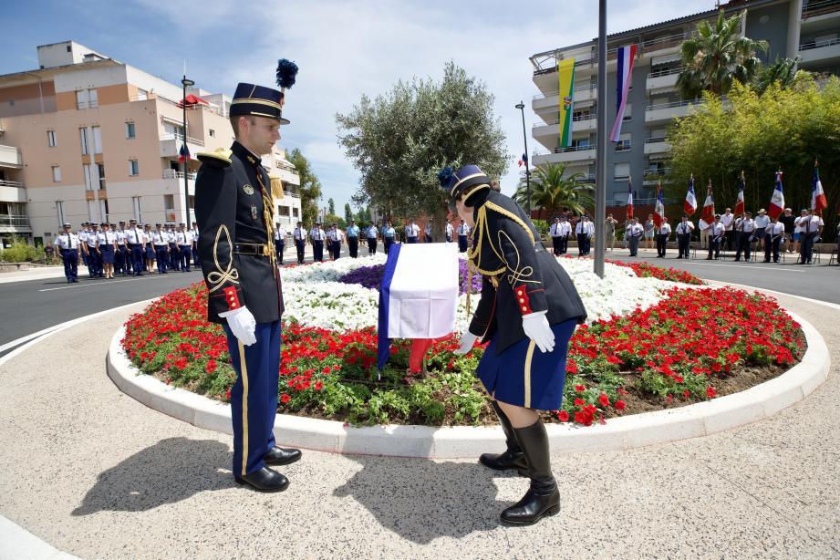 Le rond-point Arnaud-Beltrame, situé juste en face de la caserne des gendarmes boulevard des Écureuils, a été inauguré hier.