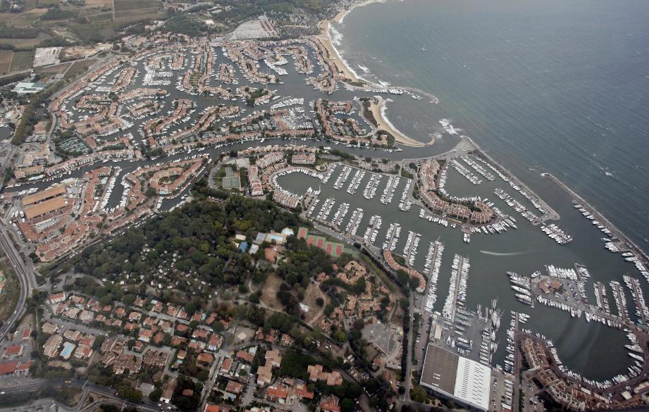 """Lundi soir, le tribunal adminsitratif de Toulon a confirmé que le projet du Yotel ne fera pas tel qu'il est présenté par la municipalité. C'est le motif """"d'extension limitée de l'urbanisation des espaces proches du rivage"""" qui a été retenu. Le projet sera donc revu à la baisse."""