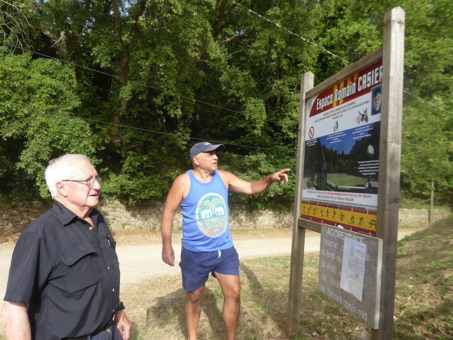 Antoine Debono et Serge Sauvayre, constatent avec effroi les actes de vandalisme.