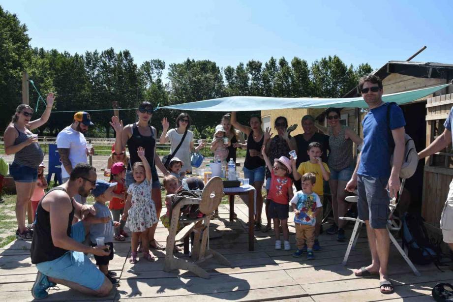 La balade des bambins et de leurs accompagnateurs s'est achevée autour d'une collation appréciée.