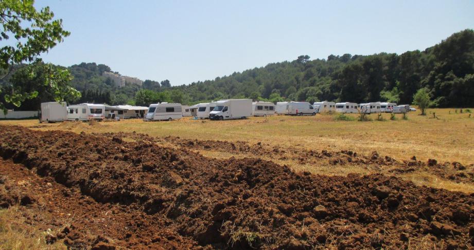 La sous-préfète Anne Frackowiak-Jacobs a réquisitionné hier un terrain privé pour l'installation des gens du voyage.