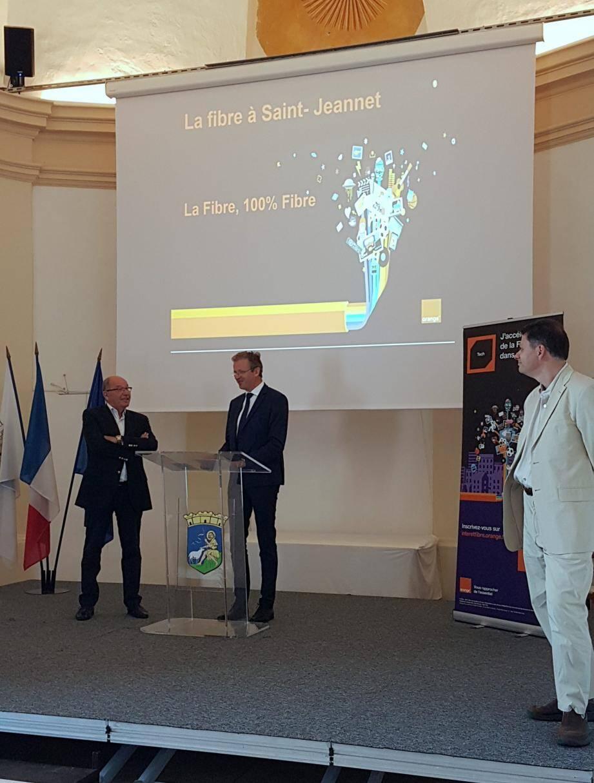 De gauche à droite : Jean-Michel Sempéré, le maire de Saint-Jeannet, Laurent Londeix délégué régional Orange Provence Côte d'Azur, Franck Lavagna directeur des relations collectivités loales.