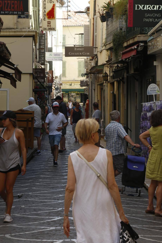 Les commerçants souffrent d'un manque de dynamisme commercial à Antibes.