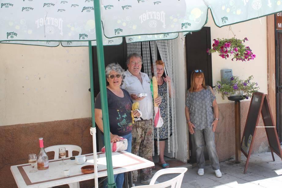 L'épicerie est tenue par l'association La mie du village.